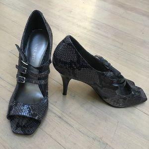 Nine West snakeskin look sandals size 6.5
